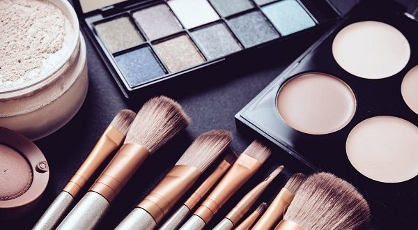 8 نصائح جمالية بسيطة ستغنيكي عن مستحضرات التجميل الحديثة: